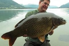 Matthias mit einem beeindruckenden Fisch von 45,5 Pfund aus dem Ossiacher See