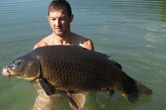 Martin nimmt ein Bad am Ossi mit einem dunklen 26 Pfund Schuppi