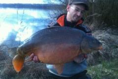 Einer der ersten Fische der Saison: Martin mit 17er Spiegler