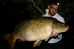 Pionierarbeit lohnt sich: 32 Pfund Schuppentier aus einem 3000ha See